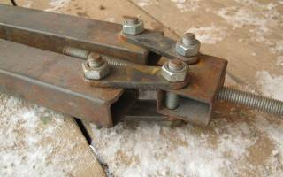 Столярная мини-струбцина из подручных материалов