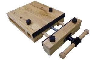 Столярный зажим на верстаке для деревянных заготовок