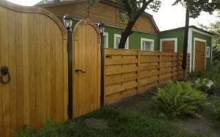 Как построить деревянный забор своими руками?
