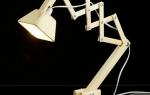 Оригинальная настольная лампа из гаек
