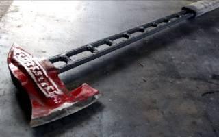 Необычное топорище для топора из толстой стальной цепи