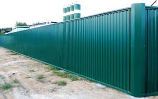 Как правильно построить забор из профлиста?