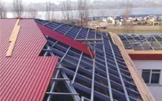 Как класть профнастил на крышу гаража?