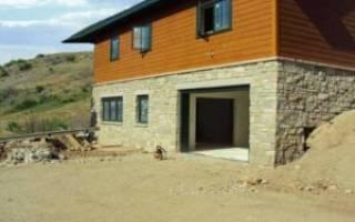 Как построить гараж на склоне?