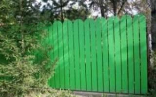 Как построить недорогой забор своими руками?