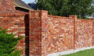 Как построить кирпичный забор своими руками?