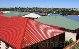 Как покрыть вальмовую крышу профнастилом своими руками?