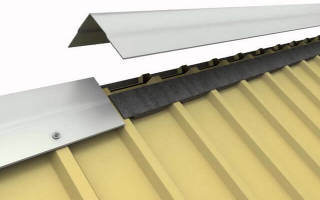 Как правильно постелить профнастил на крышу?