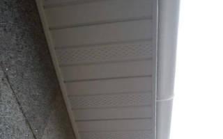 На сколько должна выступать металлочерепица с крыши?