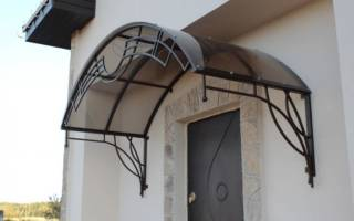 Как построить навес над крыльцом?