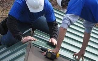 Как правильно прикручивать профнастил на крышу?