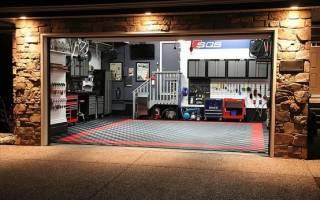 Комната отдыха в подвале гаража